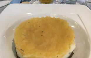 写真のハギスは、別日の昼食。昼から飲んでスミマセン。グラスゴー街中のWillow Tea Roomにて。